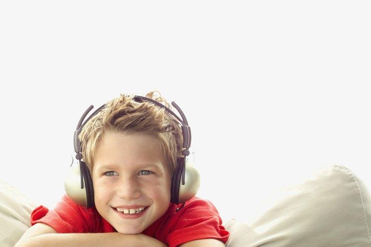 La música alta y los sonidos de los auriculares puede dañar los oídos.