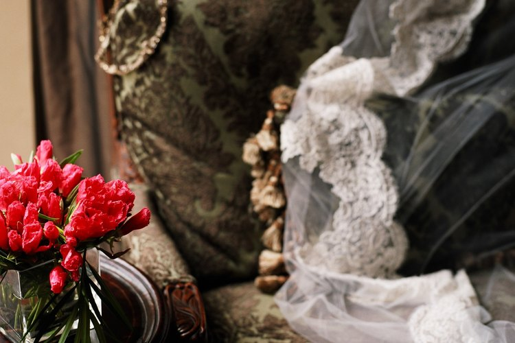 Los velos mantilla se hacen con tul sin dobleces.
