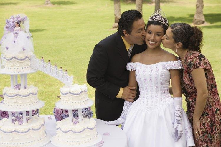 La quinceañera es una celebración de la transición de una joven niña a la edad adulta.