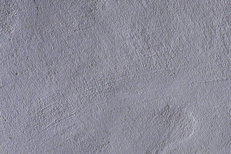 No rompas las brocas ni agrietes el muro de cemento al perforar agujeros en él.