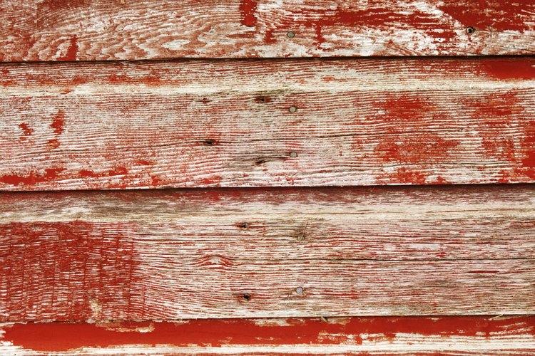Existen muchas maneras de remover la pintura vieja.