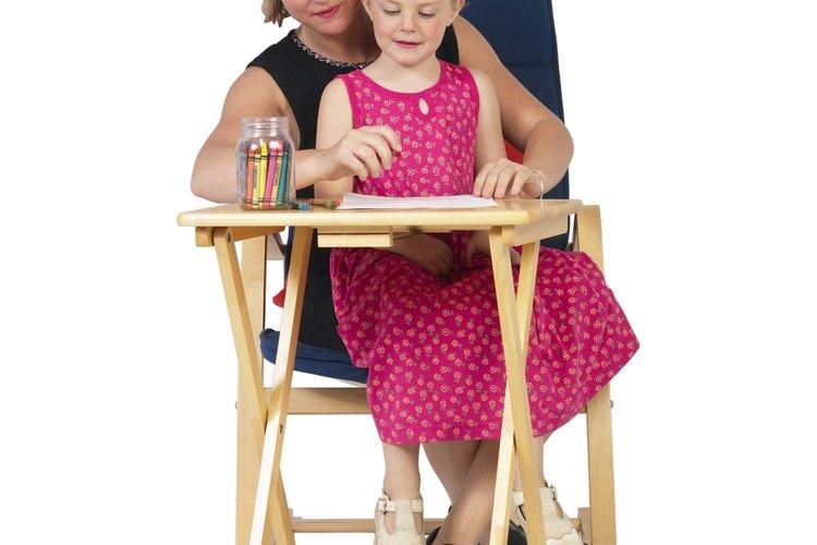 Lee el pasaje de la Biblia y pide a tu hijo que dibuje y coloree el Tabernáculo.