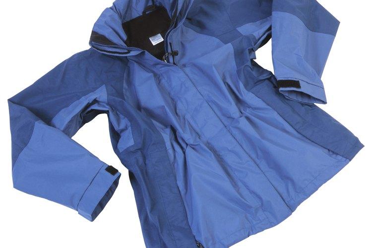 Productos caseros comunes quitarán la tinta de tu chaqueta de nailon.