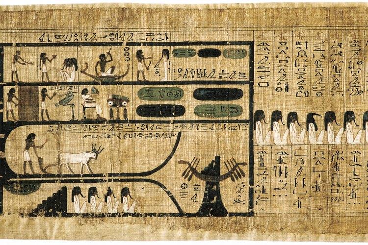 Por su parte, los egipcios consideraban los jeroglíficos como algo sagrado y para descifrarlos se necesitaba una gran preparación.