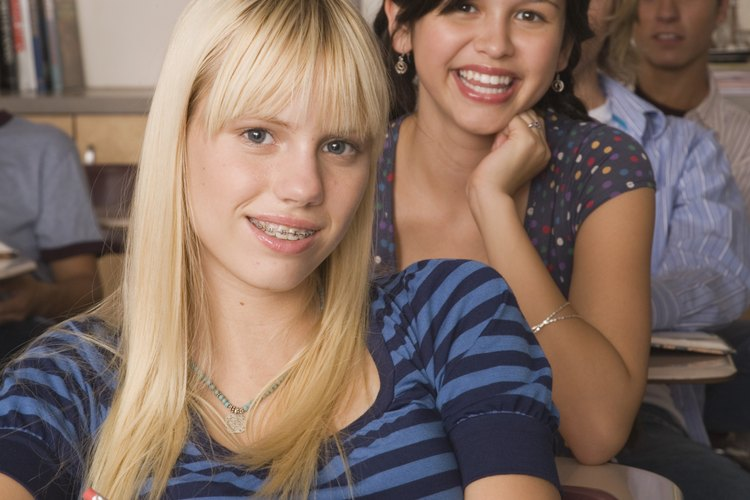 Un adolescente aumenta su confianza en sí mismo por la forma en que se habla a sí mismo.