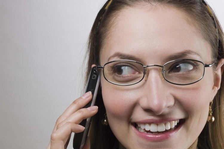Remueve el pegamento para uñas de las gafas para mantenerlas limpias y claras.