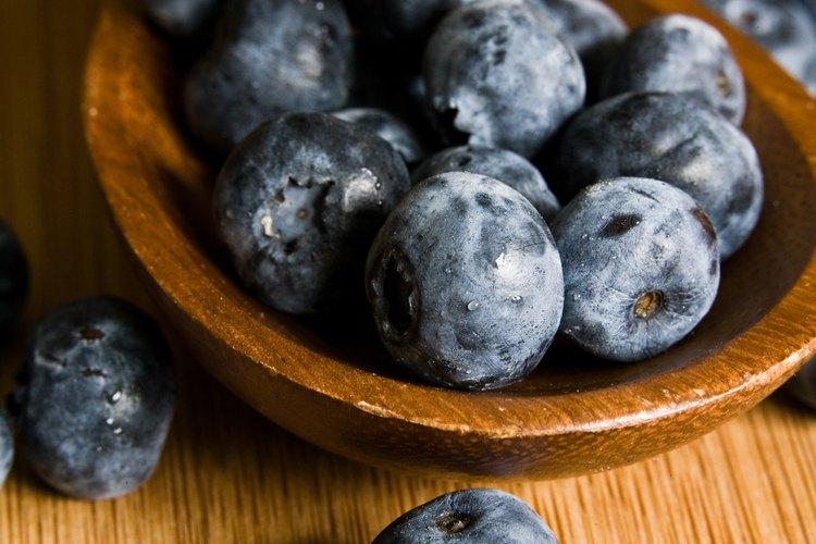 Los alimentos azules pueden mejorar el sistema inmune, reducir el colesterol y combatir la inflamación.