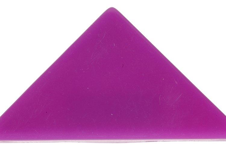 Forma un triángulo con el pañuelo.