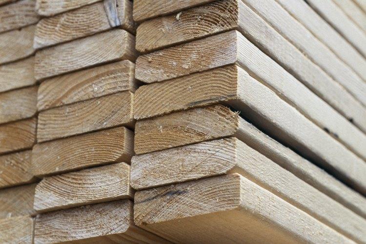 La madera dura es secada para aumentar su resistencia.