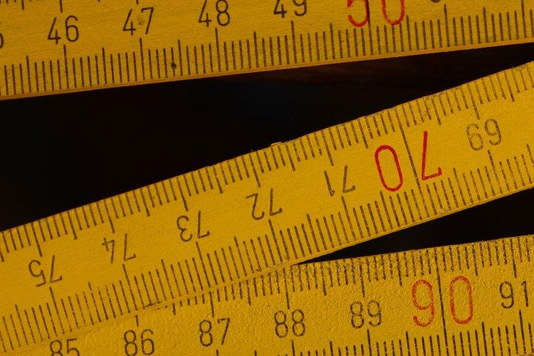 Toma mediciones precisas del cuerpo. Mide la longitud de una muñeca a otra, colocando la cinta métrica detrás de los hombros y la parte posterior de tu cabeza.