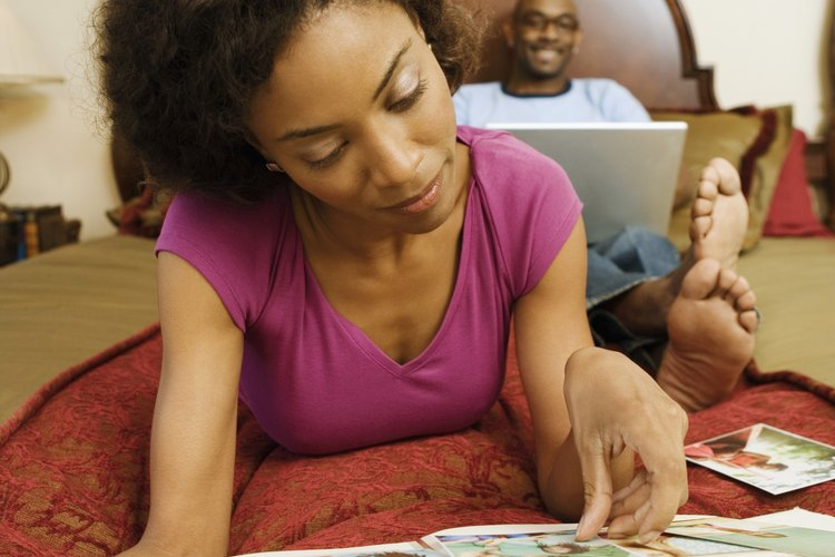 Honra a tus padres mediante la conmemoracion de grandes recuerdos de familia con una manualidad de libro de recuerdos.