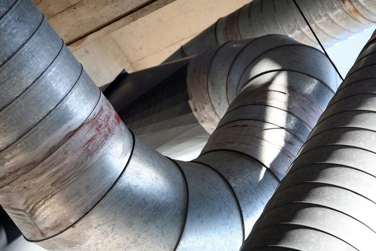 Los sistemas de HVAC central distribuyen el aire frío a través de conductos.
