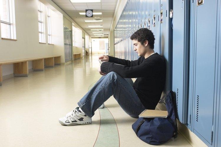 Estar en la secundaria sin amigos podría volverse aburrido.