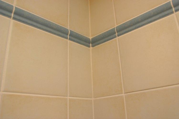 Algunos azulejos son porosos y no muy adecuados para aplicaciones de cuarto de baño y ducha.