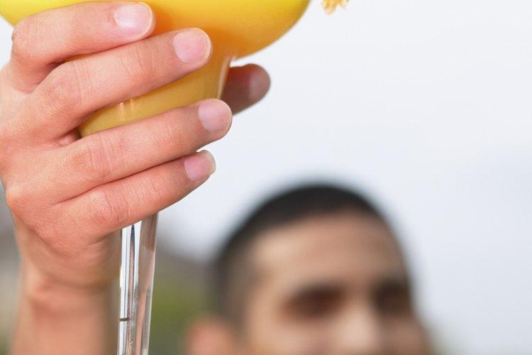 Elabora tu cóctel margarita sin alcohol.