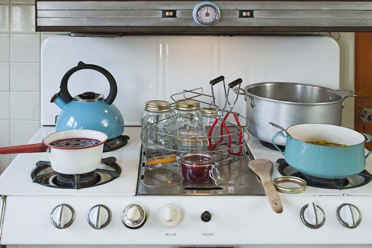 Limpiar mientras cocinas te ahorrará tiempo y hará que cocinar sea más sencillo.