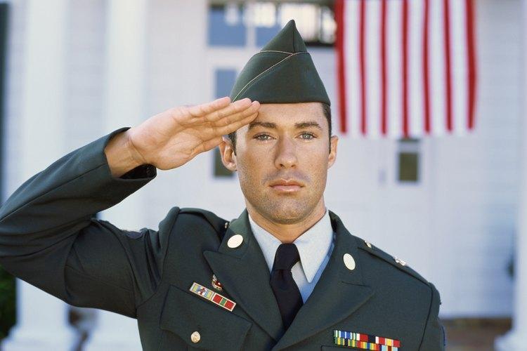 El salario del ejercito depende del rango y tiempo de servicio.