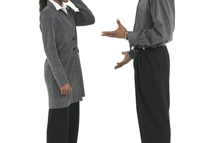 El lenguaje corporal da énfasis al verbal.
