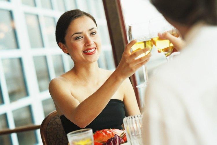 Hay muchas reglas generales sobre etiqueta que debes seguir cuando comes en un establecimiento de comida elegante.