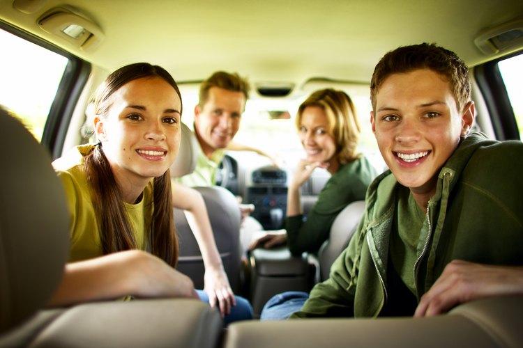 Los adolescentes pueden compartir las responsabilidades de manejo en un viaje familiar.