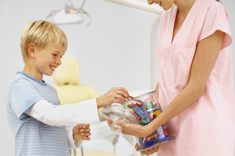 El refuerzo positivo motiva a un niño a repetir la conducta.