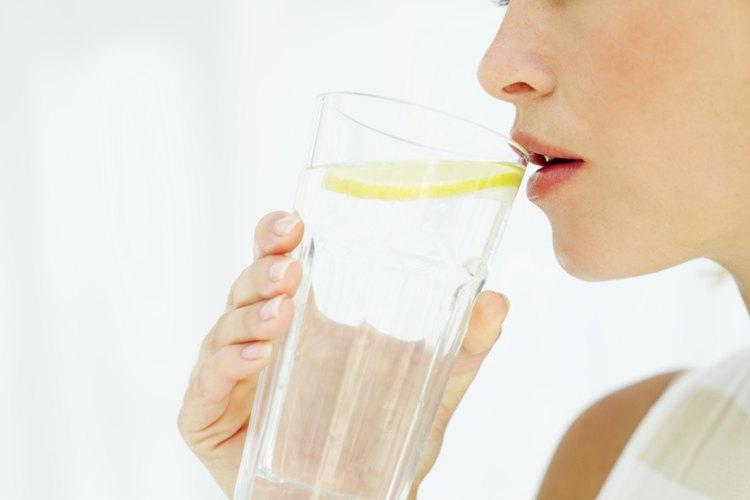 El agua mantiene a tu hijo hidratado.