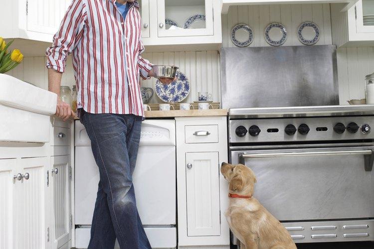 Las alfombras lavables de algodón son una de las muchas opciones inteligentes para una cocina.