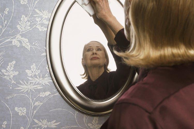 Aprende a quitarle los rayones a tu espejo.