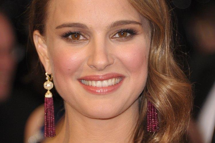 La actriz Natalie Portman ha oscilado a una variedad de tonos morenos.