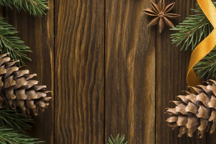 Agrega cinta para decorar tu árbol de Navidad.