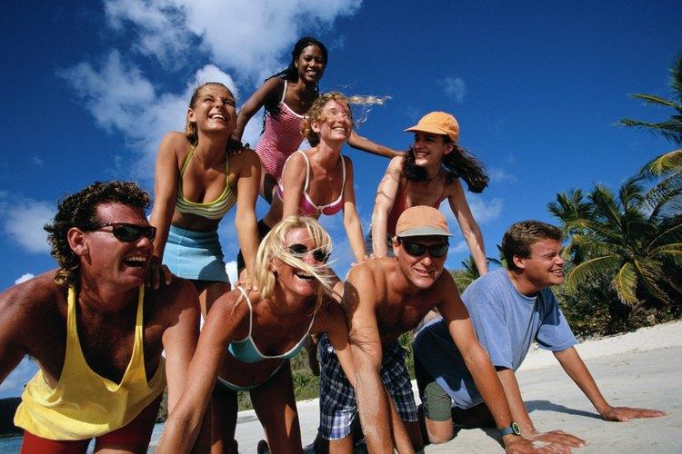 Según el Libro Guinness de los Récords Mundiales, la pirámide humana en movimiento más alta era de cuatro pisos de altura y compuesta por miembros de un equipo de gimnasia rusa.