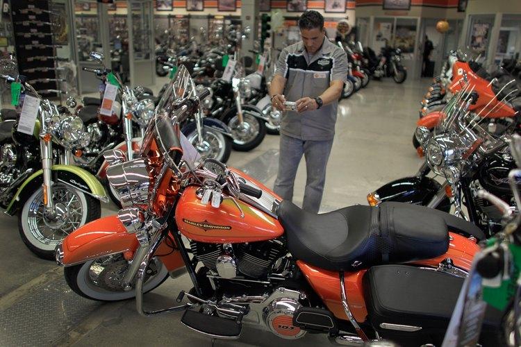 Los motoqueros son fanáticos de las Harley-Davidson.