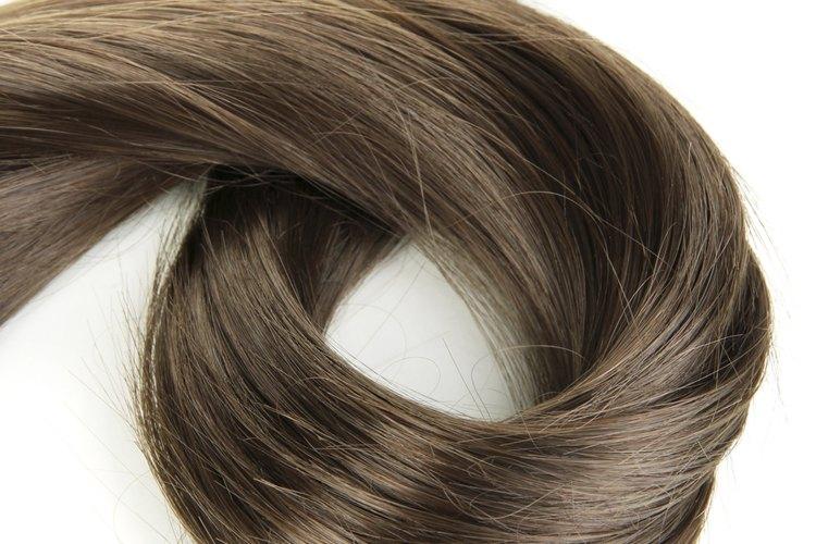 Los reflejos requieren menos retoques de raíces que el tinte en todo el cabello.