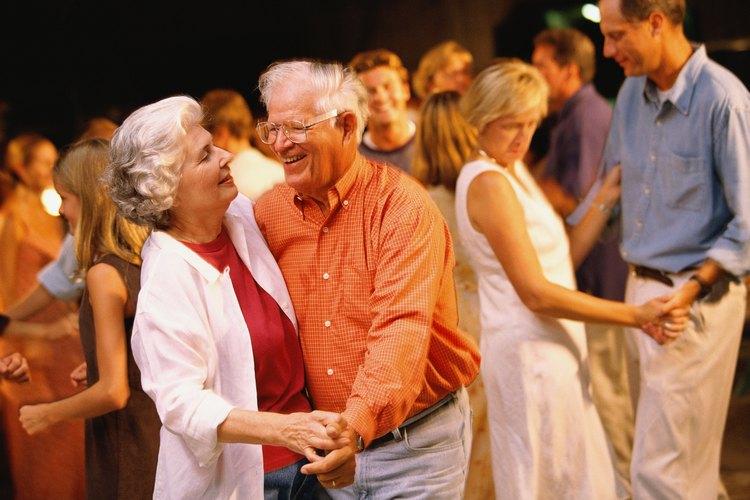 Un baile para adultos mayores puede ser una excelente actividad recreativa.