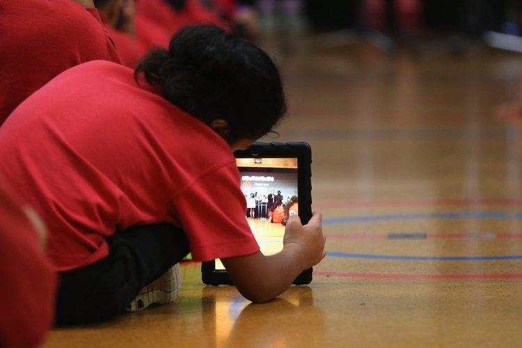Revisa con la administración escolar para ver si los iPads están permitidos.