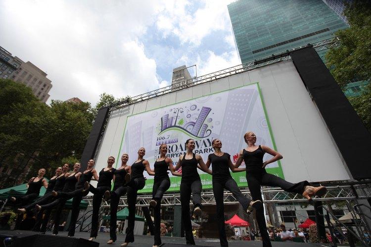 Los bailarines de Broadway disfrutan del glamour, la fama y una mala paga.