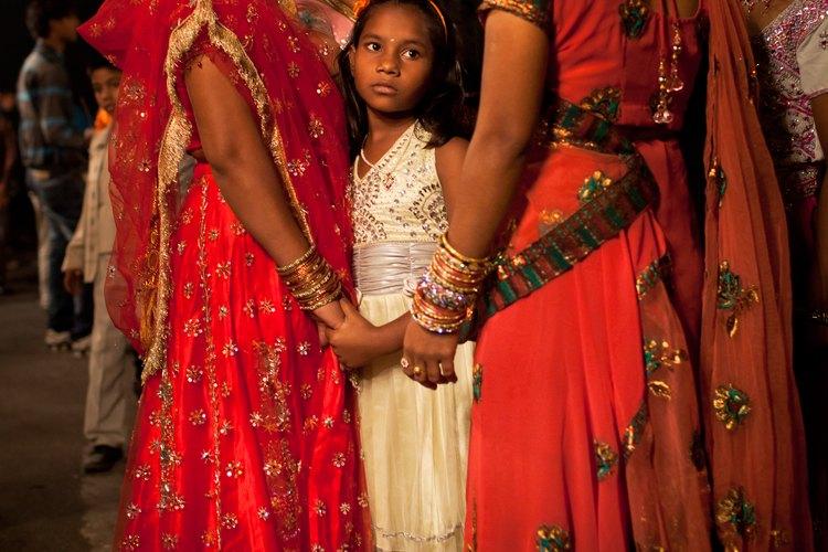 Al momento de concretarse la boda, los padres de la novia deben entregar a la familia del novio el dote.