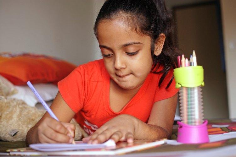 Las niñas disfrutan mucho de los juguetes para dibujar o crear.