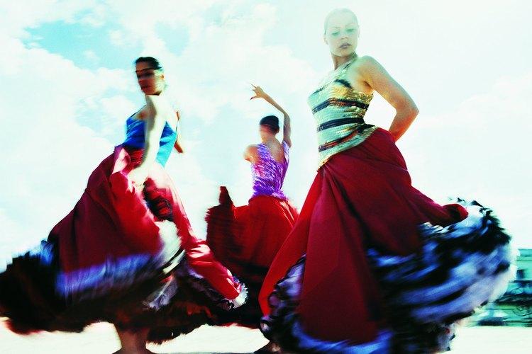 El folklore cuenta con distintas ramas de baile y de canto en todo el país.