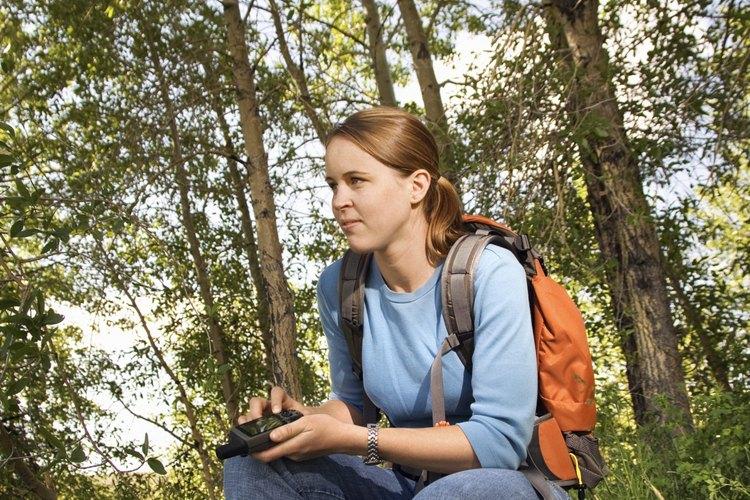 Utiliza una unidad de GPS para enseñar sobre los estudios ambientales y el trabajo en equipo.