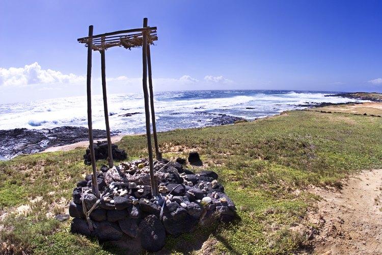 Un templo hawaiano mira al oceano en Ka Lae.