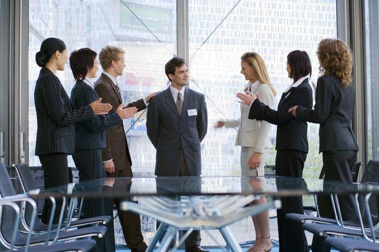 Una junta efectiva de una organización sin fines de lucro requiere miembros hábiles y dedicados, comunicación y organización.