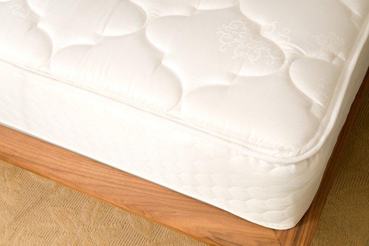 Incluso los colchones viejos pueden mantener una superficie uniforme si los tratas con el cuidado adecuado.