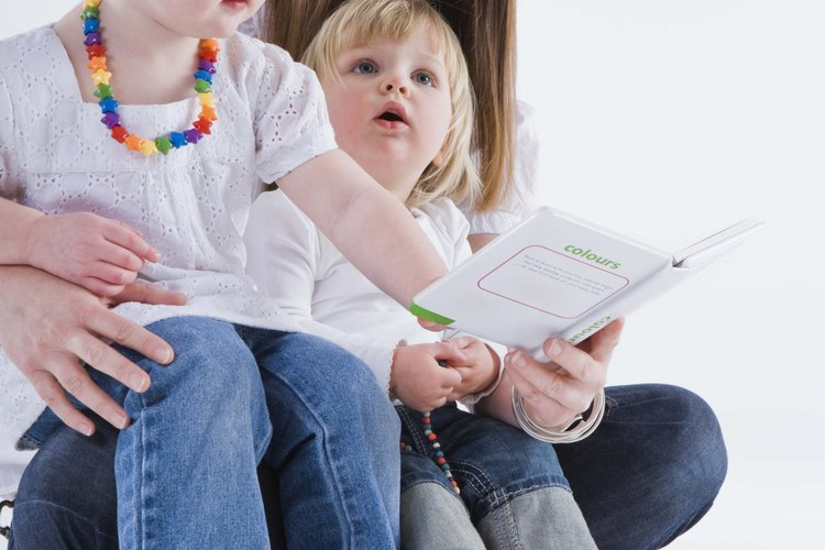 Jugar y leer con tu hijo lo prepara para el preescolar.