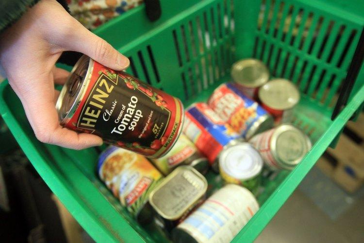 Los artículos enlatados altos en proteínas deberían ser un elemento principal de la comida almacenada.