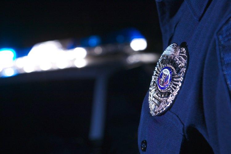 El trabajo de un oficial de policía representa un reto.