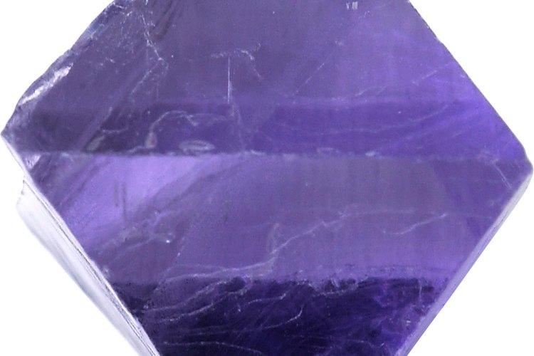 El proceso de cristalización se produce en capas en las paredes de la cavidad, por eso se pueden encontrar geodas huecas.