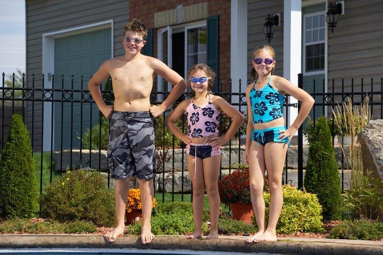 Las muchachas tienen muchas opciones al momento de elegir el atuendo para la playa, y los shorts de surf y de baño son dos de ellas.