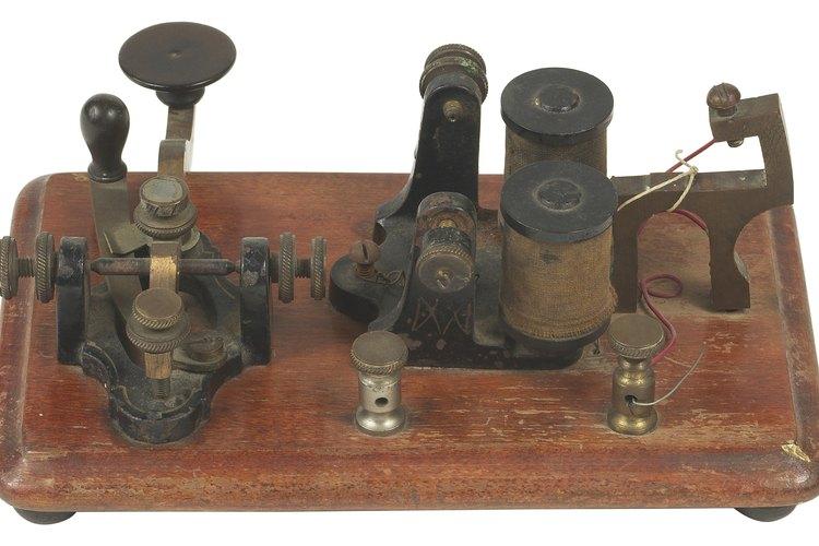 Antiguos sistemas electrónicos que usaban pulsos de electricidad para expresar caracteres alfanuméricos.