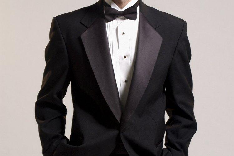 Usa un esmoquin en una boda de etiqueta.